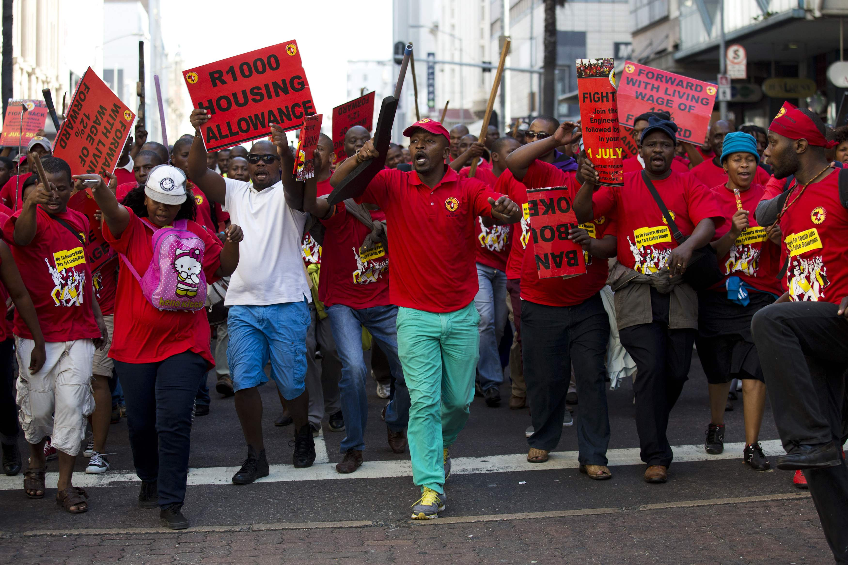 South African police fire rubber bullets at Diamondcorp strikers