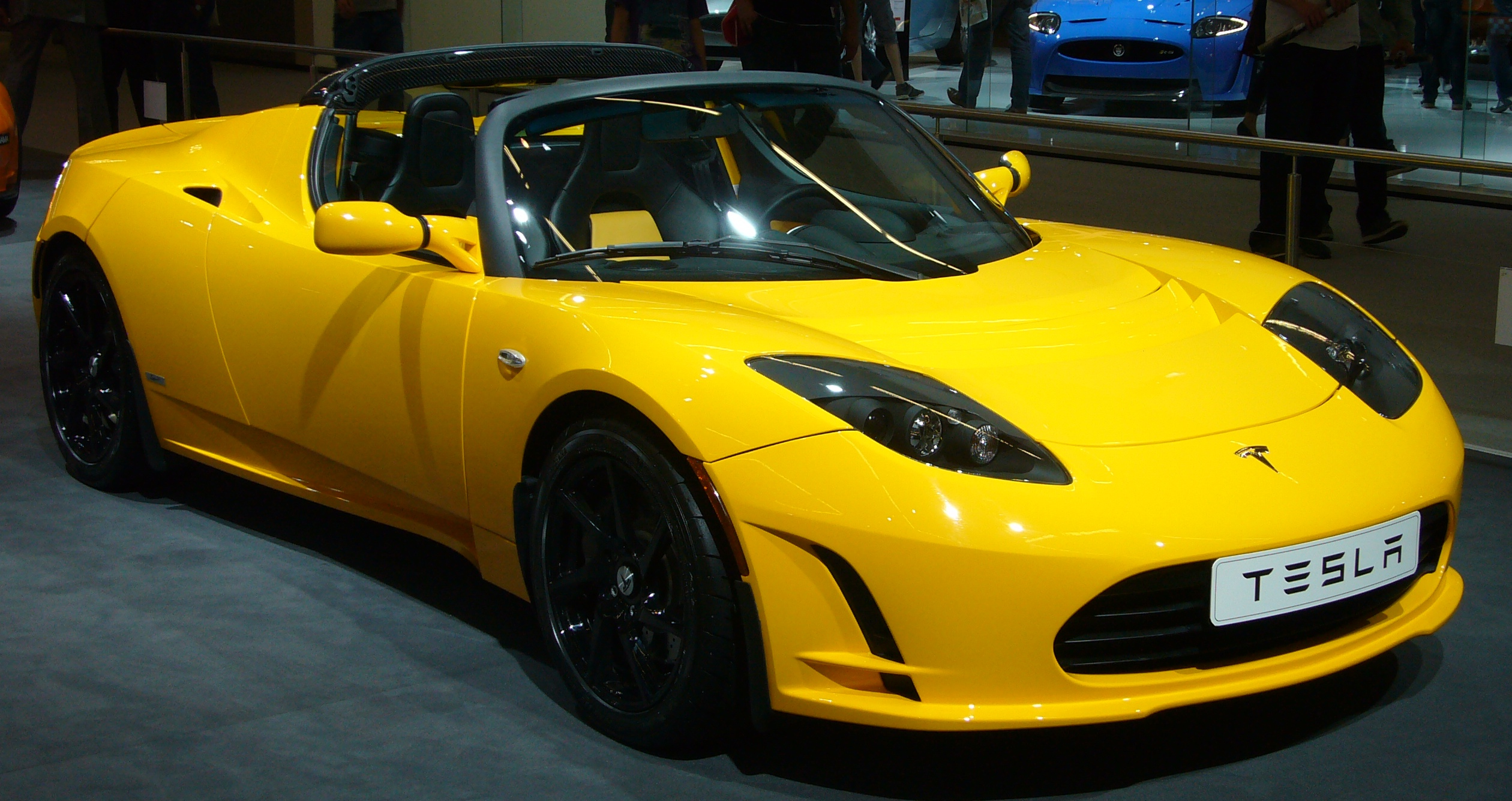 tesla 39 s relaunched roadster to cover 650km on a single charge. Black Bedroom Furniture Sets. Home Design Ideas