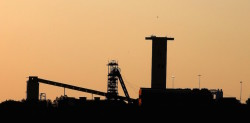 A mine shaft is seen near Carletonville, west of Johannesburg, July 20, 2015. South Africa's Anglo American Platinum (Amplats) said on Monday it was still considering how to dispose of its labour-intensive Rustenburg and Union operations but a stock market floatation was a likely option. REUTERS/Siphiwe Sibeko