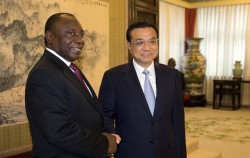 South Africa Deputy President Cyril Ramaphosa (L) shakes hands with Chinese Premier Li Keqiang during a meeting at the Zhongnanhai leadership compound in Beijing, China July 14, 2015. REUTERS/Ng Han Guan/Pool