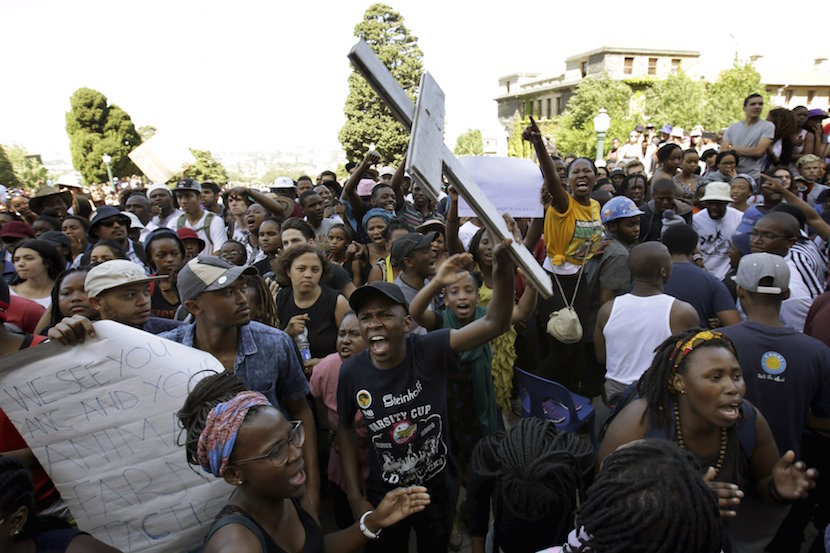 Students protest during a mass demonstration on the steps of Jameson Hall at the University of Cape Town, October 22, 2015. South Africa's President Jacob Zuma said on Thursday he will meet student leaders and university authorities on Friday to discuss planned hikes in tuition fees that have sparked a week of nationwide protests, some of which have turned violent. REUTERS/Mark Wessels