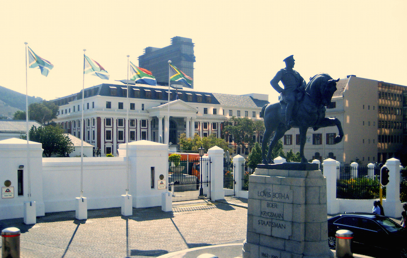 South-African_Parliament_bldg_with_Louis_Botha_statue