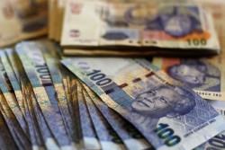 South African bank notes featuring an image of former South African President Nelson Mandela are displayed at an office in Johannesburg January 17, 2013. REUTERS/Siphiwe Sibeko