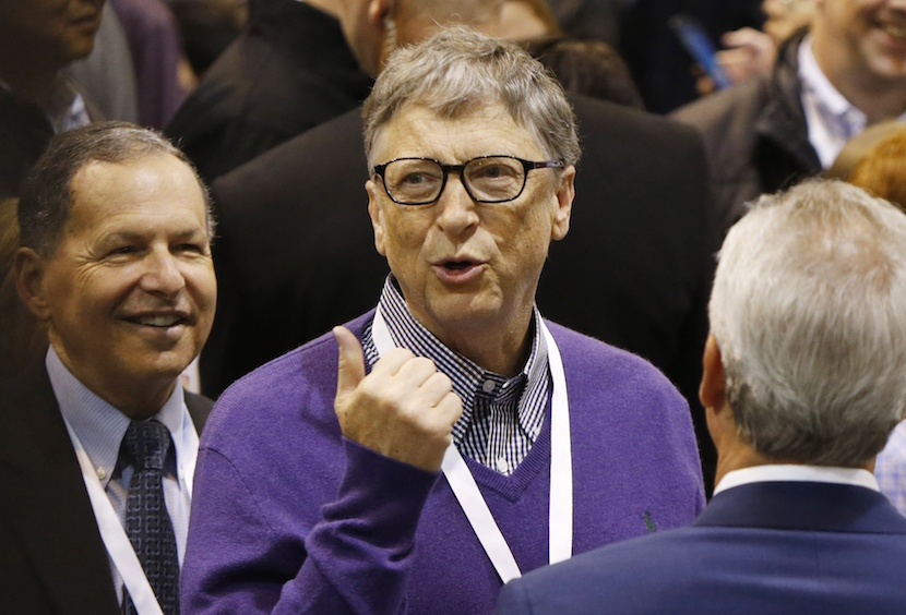 Bill Gates participates in the newspaper tossing challenge at the Clayton Home in the exhibit hall during the Berkshire Hathaway Annual Shareholders Meeting at the CenturyLink Center in Omaha, Nebraska, U.S. April 30, 2016. REUTERS/Ryan Henriksen