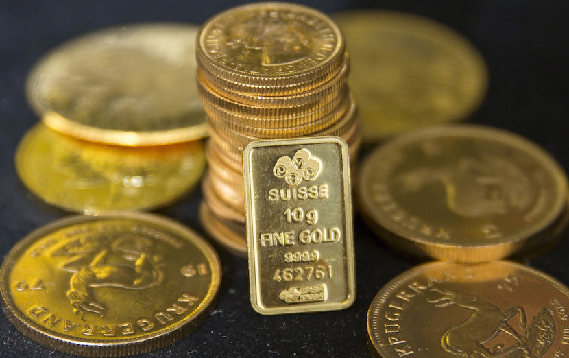 Gold bullion is displayed at Hatton Garden Metals precious metal dealers in London, Britain, 2015. REUTERS/Neil Hall/File Photo