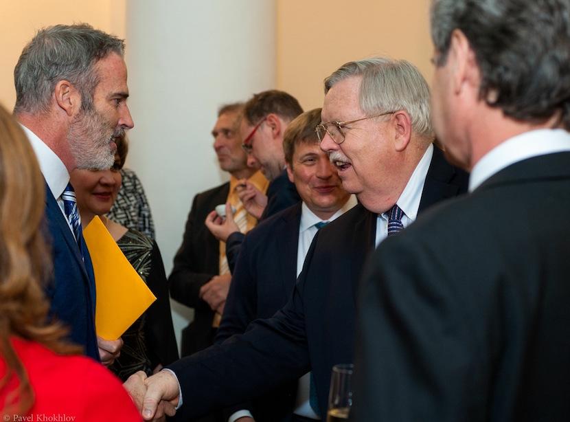 Lewis Pugh meets the United States ambassador to Russia, John Tefft. Copyright: Pavel Khokhlov