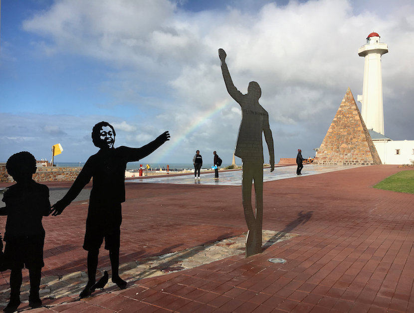 Visitors walk past a metal sculpture of former President Nelson Mandela in Port Elizabeth, South Africa, ahead of local government elections, July 29, 2016. Picture taken July 29, 2016. REUTERS/Staff/Joe Brock