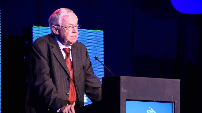 Veteran South African journalist Allister Sparks has passed away. Pic: Youtube.com.