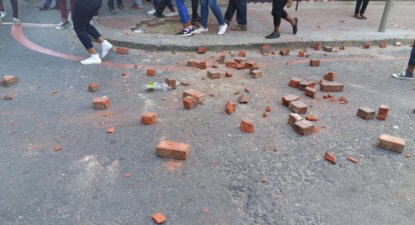 Violence erupts as Gordhan feeds #FeesMustFall students crumbs – #MTBPS2016