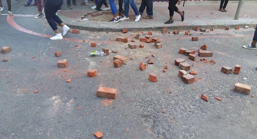 Violence erupts as Gordhan feeds #FeesMustFall students crumbs – #MTBPS2016