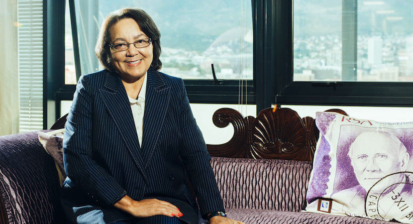 De Lille squeezes in as opposition parties jam the mayoral door open