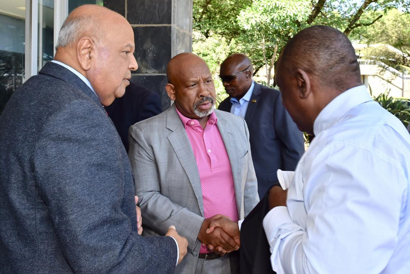 Eskom Chairman Jabu Mabuza welcomes President Cyril Ramaphosa and Public Enterprises Minister Pravin Gordhan to an emergency Eskom board meeting on Wednesday. Picture: GCIS
