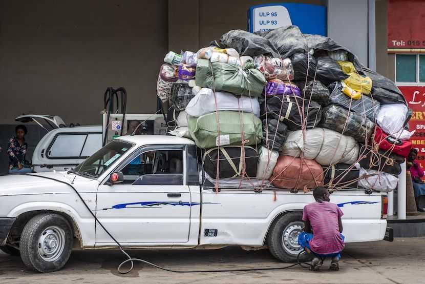 SA Zimbabwe border, cross-border