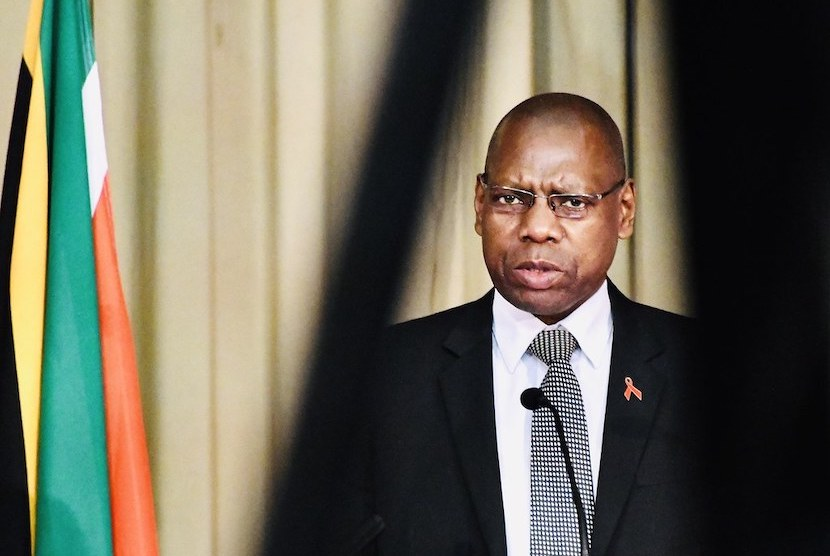 Flash Briefing: Health ministry contracts scandal: Mkhize on 'special leave'; Biogen's Alzheimer's drug excites investors thumbnail